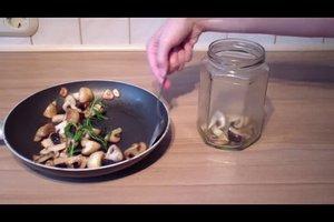 Eingelegte Champignons in Olivenöl - Rezept für Antipasti