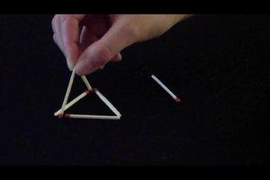 6 Streichhölzer: Daraus 4 Dreiecke legen geht so