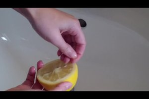 Fingernägel bleichen - so geht's schonend
