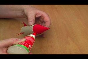 Zwei Raketen basteln aus Pappe