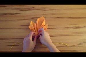 Servietten falten - ein Ahornblatt gelingt so