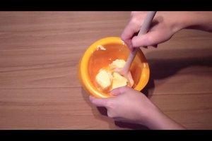 Butter schaumig schlagen - so funktioniert's