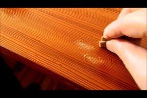 Holztische reinigen - so machen Sie's richtig
