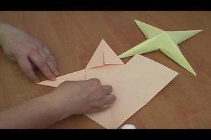 Anleitung zum 3D-Sterne-Basteln - so geht's mit Tonpapier