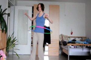 Hula-Hoop - zwei Übungen mit dem Reifen