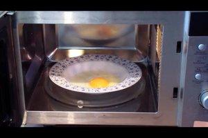 Ei in der Mikrowelle zubereiten - so gelingt ein Spiegelei