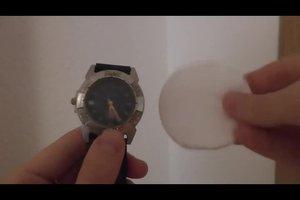 Uhr zerkratzt - so entfernen Sie Kratzer aus dem Glas