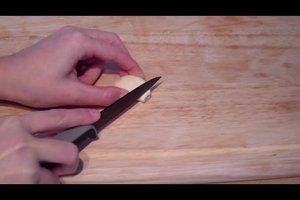 Frischer Knoblauch - so schneiden Sie ihn richtig