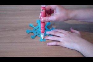 Eisblumen basteln - so entstehen eindrucksvolle Muster aus Papier