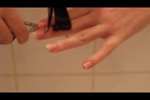Haare selber schneiden - so geht's bei Locken