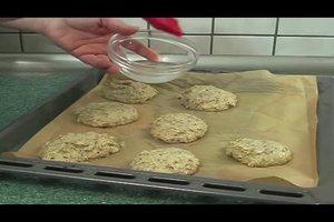 Kohlenhydratfreie Brötchen selber backen - zwei Rezepte für Eiweißbrötchen