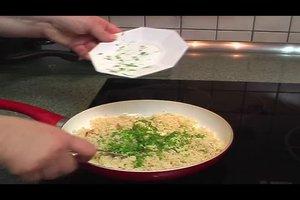 Couscous durch Gewürze aufpeppen - so gelingt's