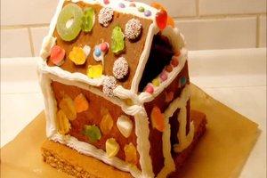 Lebkuchenhaus aus einem Bausatz herstellen - so klappt's