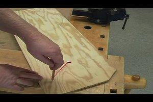 Eine runde Holzplatte sägen - so klappt es ganz einfach