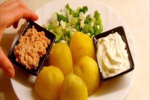 Im Dampfkochtopf Kartoffeln zubereiten - so gelingen Salz- und Pellkartoffeln