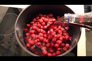 Ein Rezept für Kirschsuppe mit Klütern