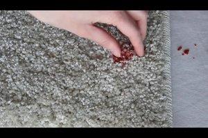 Kerzenwachs im Teppich - so lässt es sich entfernen