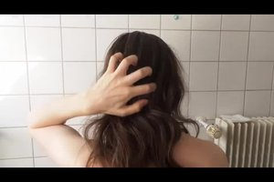 Mit Sesamöl die Haare pflegen