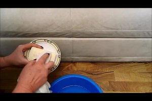 Couch reinigen - so wird Ihr Sofa aus Mikrofaser sauber