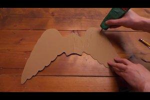 Engelsflügel selber machen - so geht's mit Pappkarton