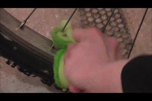 Beim Fahrrad die Felgen reinigen - so geht's wirkungsvoll