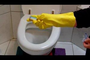 WC-Beläge - so entfernen Sie braune Ablagerungen mit Hausmitteln